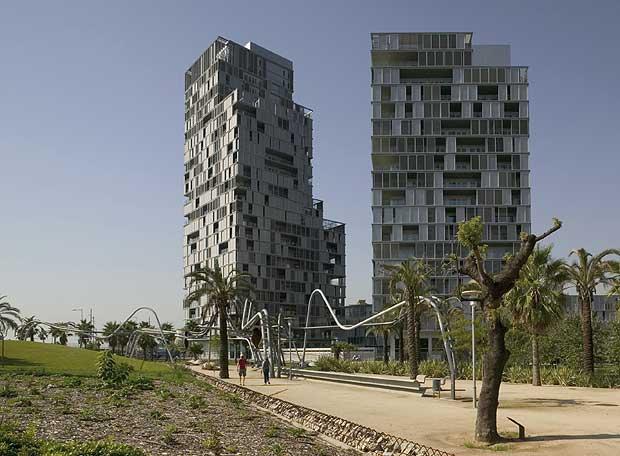 Torres de fachada perforada de Clotet
