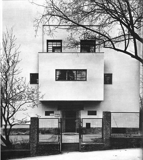 Casa Moller. 1927-1928. Starkfriedgasse 19, Viena.
