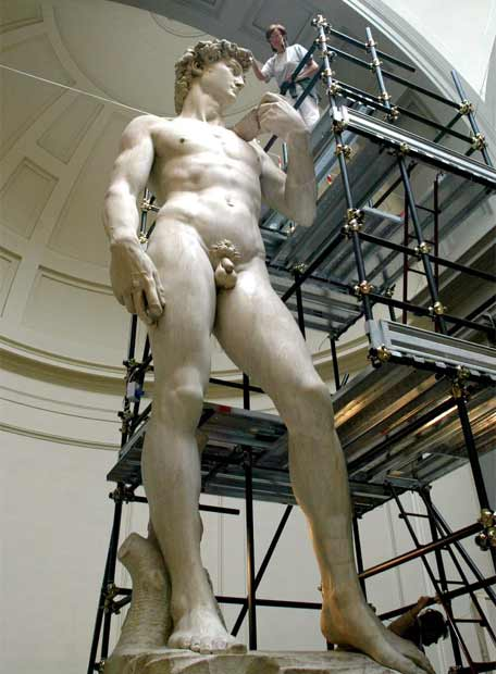 El David de Miguel Ángel durante las tareas de restauración que finalizaron hace cuatro años- EFE