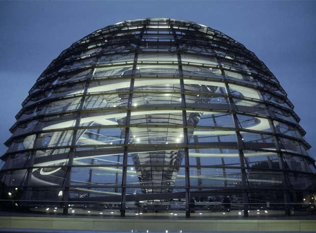 Foster para la Cúpula del Reichstag del Parlamento Alemán en Berlín