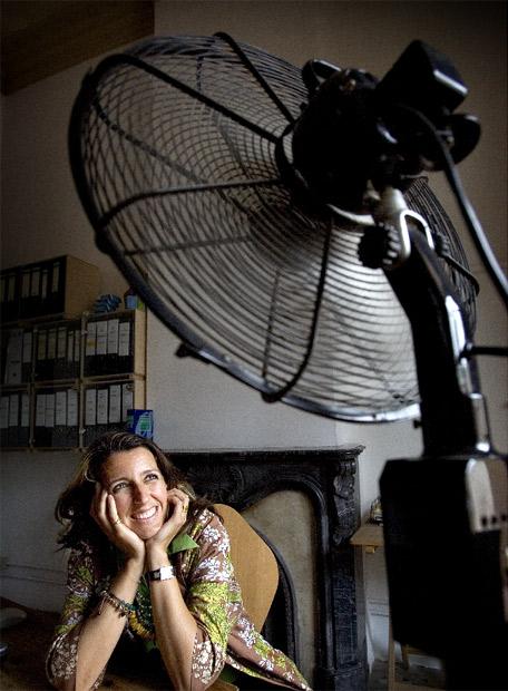 Benedetta Tagliabue en su estudio de Barcelona. Foto Vicens Giménez