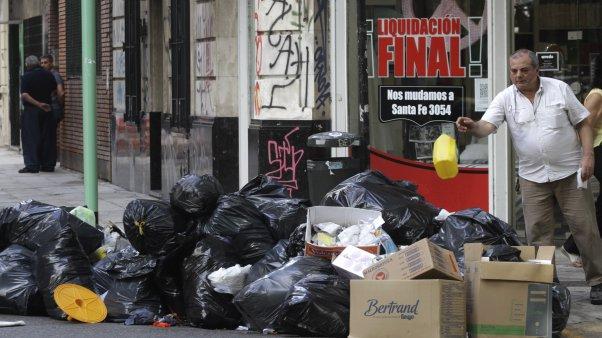 basura en espacio público. buenos aires