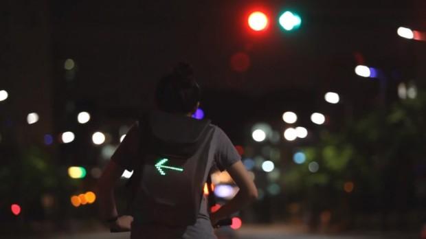 """""""Seil Bag, una mochila diseñada para ciclistas que nos aporta un plus de seguridad respecto al resto del tráfico, especialmente los coches, porque incluye una matriz de luces LED""""."""